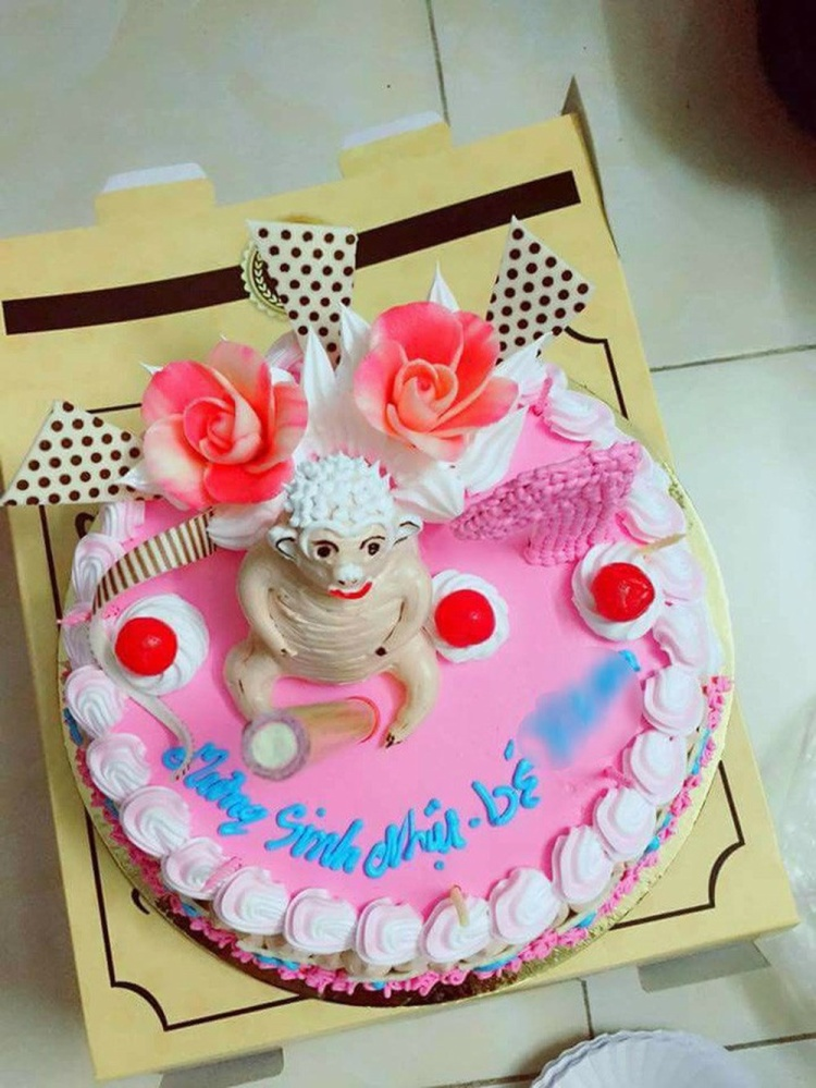 Cẩn thận dặn dò thợ làm bánh sinh nhật hình con khỉ, cô gái chỉ biết câm nín khi nhận sản phẩm thực tế