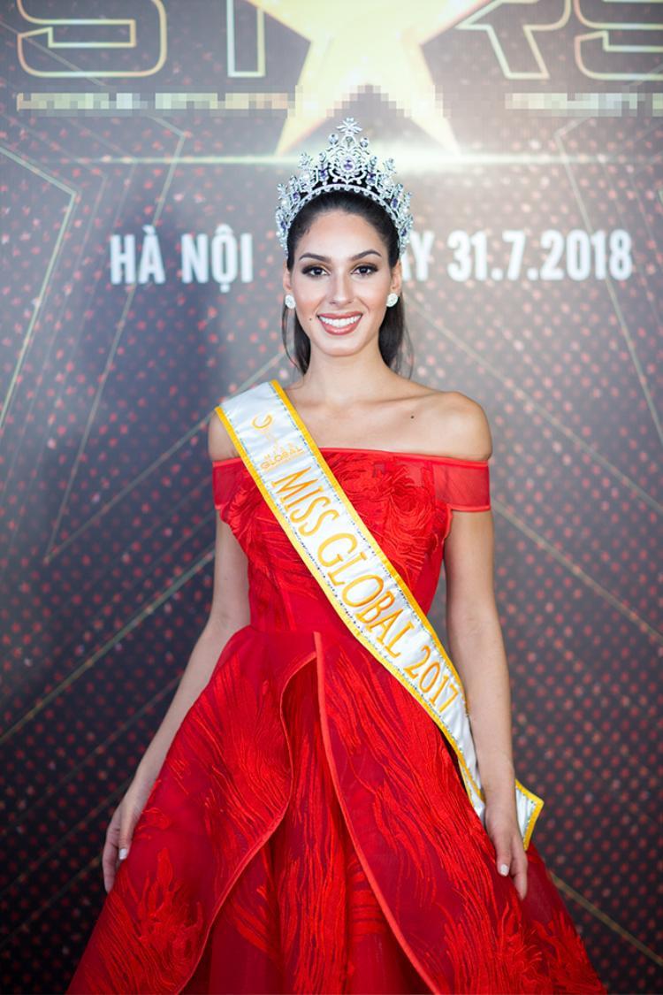 Miss Global 2017 Barbara Vitorelli (Brazil) lộng lẫy trong chiếc đầm đỏ rực