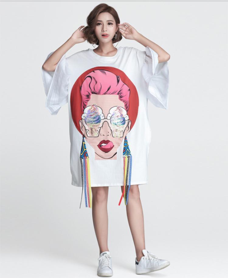Phóng viên SAOstar tìm hiểu và phát hiện thấy trên các web bán thời trang online mẫu váy in họa tiết này được bày bán rất nhiều với giá 54 Tệ