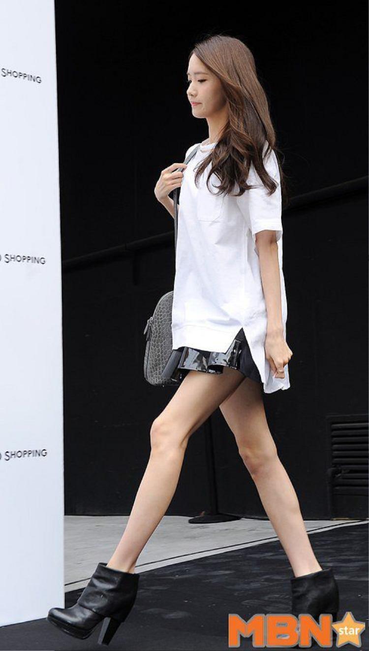 Đôi chân siêu gầy của YoonA.