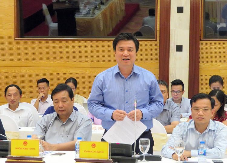 Thứ trưởng Bộ Giáo dục và Đào tạo Nguyễn Hữu Độ cho biết Công an đã mang thiết bị hiện đại tới để khôi phục dữ liệu gốc ở Sơn La. Ảnh: Dân trí.