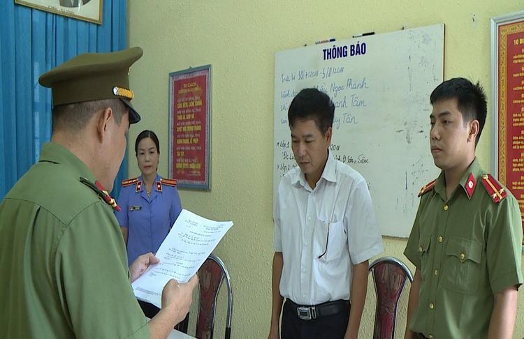 Ông Trần Xuân Yến thừa nhận đã mang dữ liệu gốc chụp bài thi ra nghĩa trang TP Sơn La tiêu hủy.