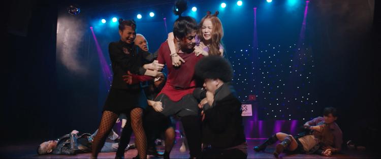 Cảnh chiến đấu vô tình trở thành phần trình diễn của Good Genius tại Miss Teen.