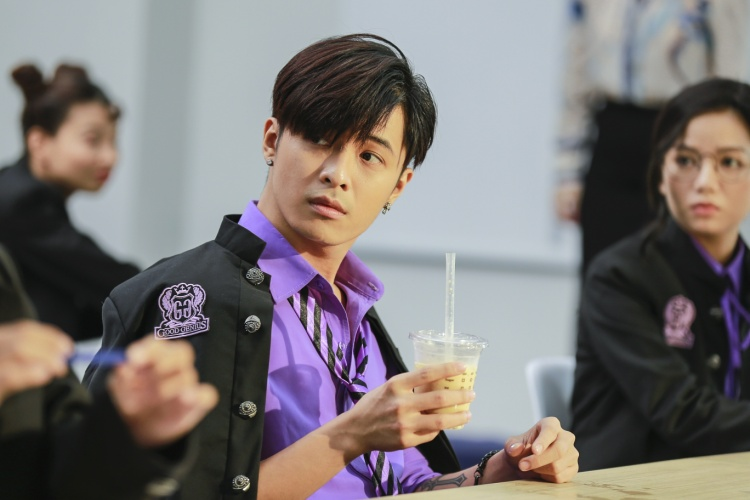 """Gin Tuấn Kiệt tiếp tục """"lạc lối"""" khi vào vai băng lãnh boy thích uống trà sữa."""