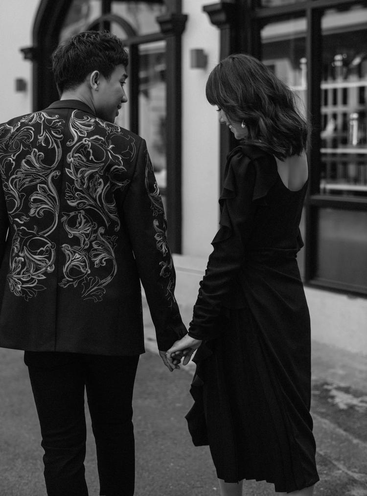 2 năm bên nhau, cầm tay nhau, cùng nhau vượt qua mọi bão tố cuộc đời.