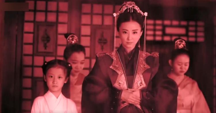Phù Dao nhớ lại sự tàn ác của Phượng Toàn, việc cô bị bỏ rơi tại núi Huyền Nguyên cũng là do bà ta làm ra.