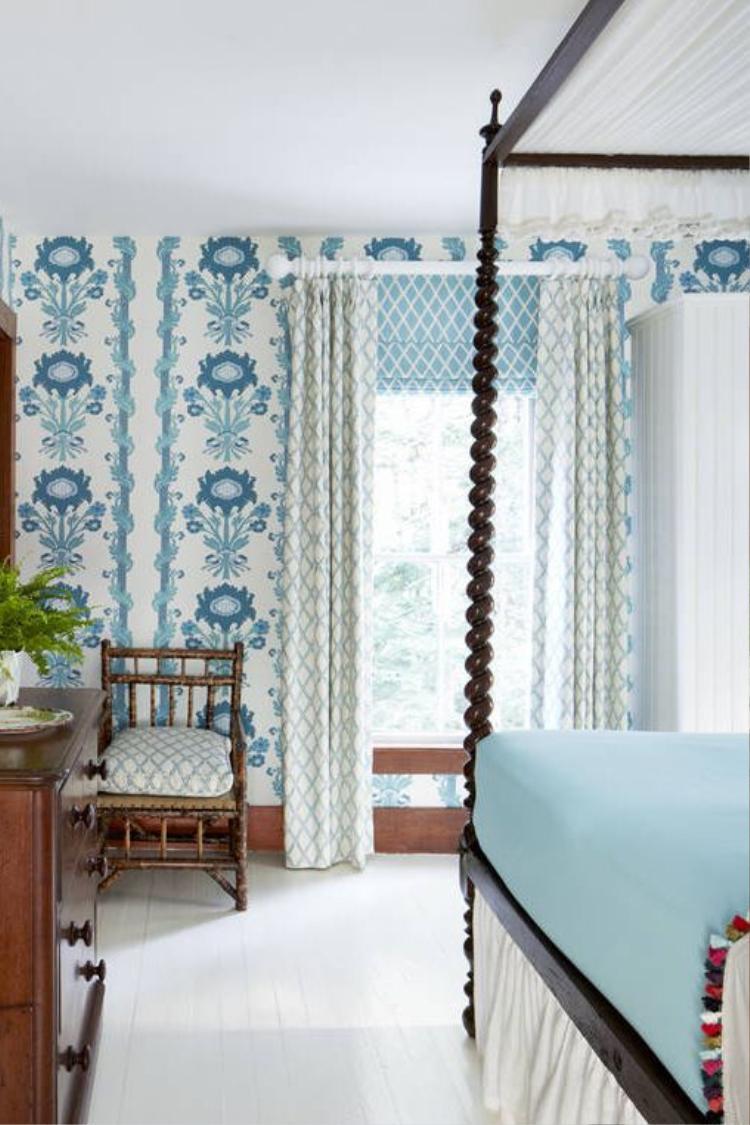 Nếu bạn muốn một không gian nhiều màu xanh và ấn tượng hơn thì có thể sơn tường màu xanh với họa tiết như thế này.
