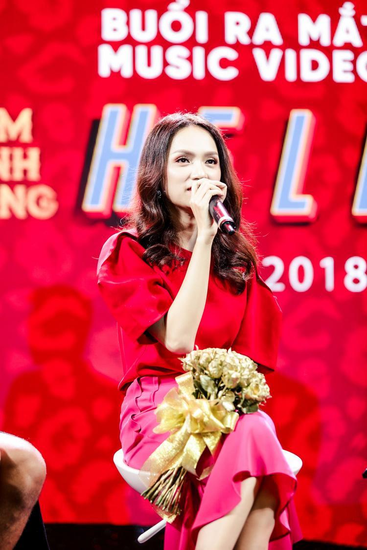 """Hoa hậu Hương Giang sẽ có một cảnh hôn """"nồng cháy"""" cùng Đàm Vĩnh Hưng trong MV."""