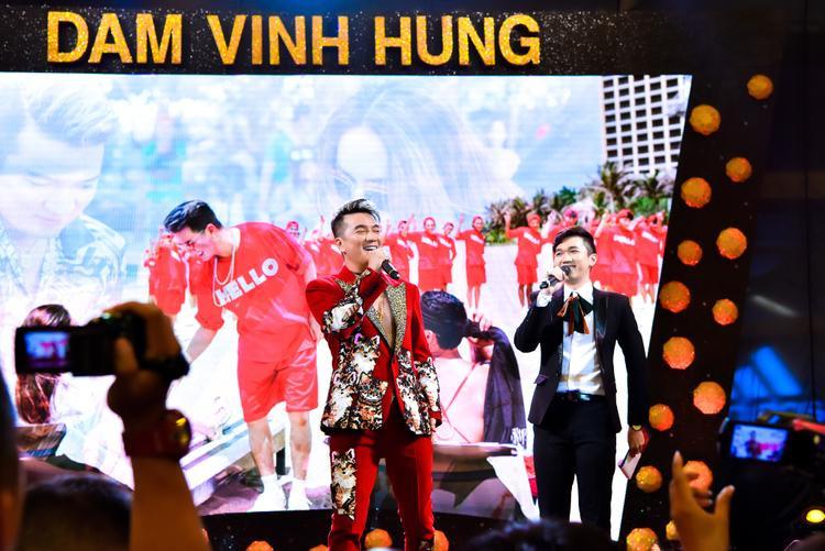 Đàm Vĩnh Hưng tiết lộ lý do không trả cát sê cho dàn sao khủng, hé lộ nụ hôn nồng cháy với Hương Giang