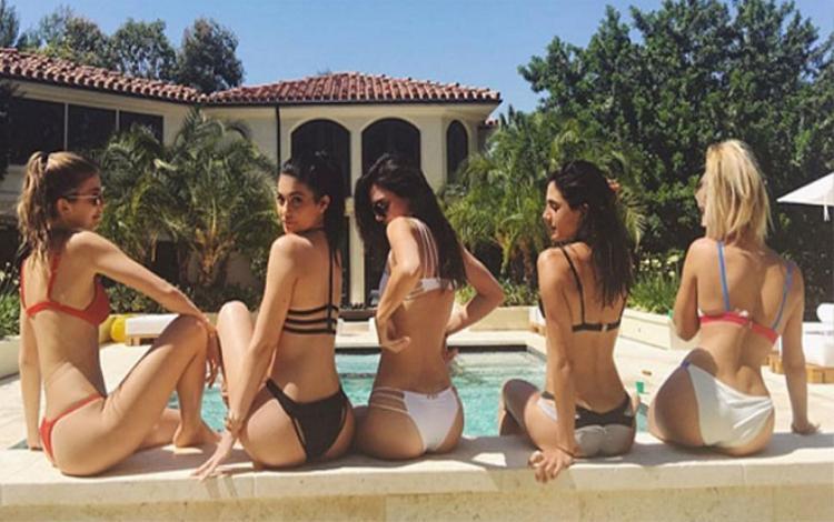 Camila Morrone và hội bạn thân