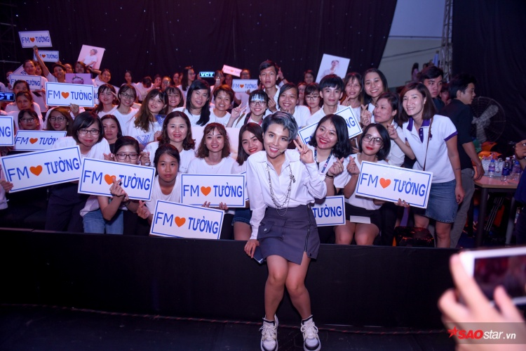 [Độc quyền] Vũ Cát Tường cùng fan đồng ca Come back home tại hậu trường The Voice Kids 2018