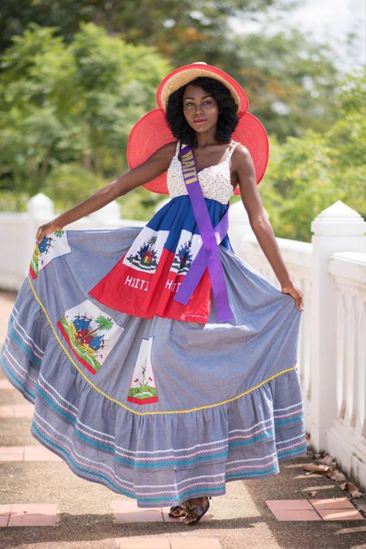 Người đẹp Haiti trong bộ trang phục đơn giản nhưng tinh tế.