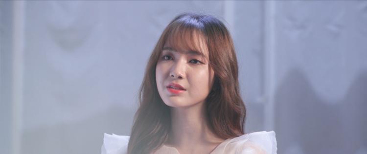 Dù chỉ xuất hiện một mình, xen kẽ vào đó là một số phân đoạn được trích từ phim nhưng người xem vẫn có thể cảm nhận rõ ràng rằng tâm sự, nỗi buồn mà Jang Mi thể hiện hoàn toàn chân thật.