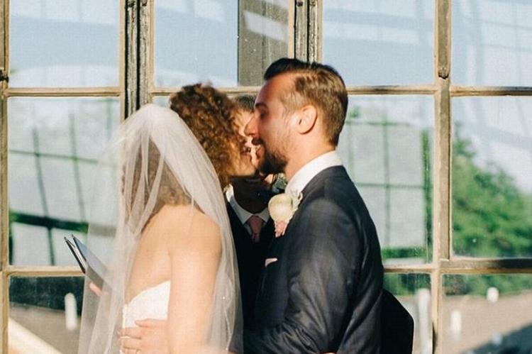 Đây đáng lẽ là một khoảnh khắc rất lãng mạn. Ảnh:Sean Cook
