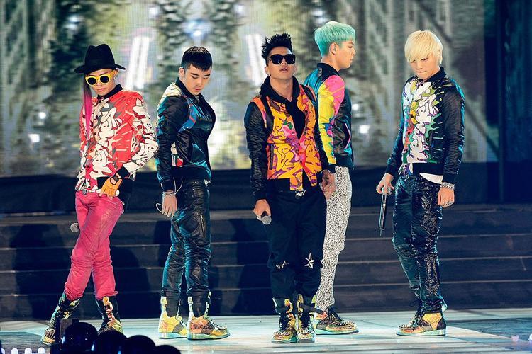BIGBANG lúc nào cũng ăn mặc khác người.