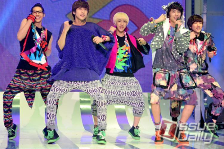 B1A4 chưa bao giờ thoát top những ngôi sao ăn mặc xấu nhất.