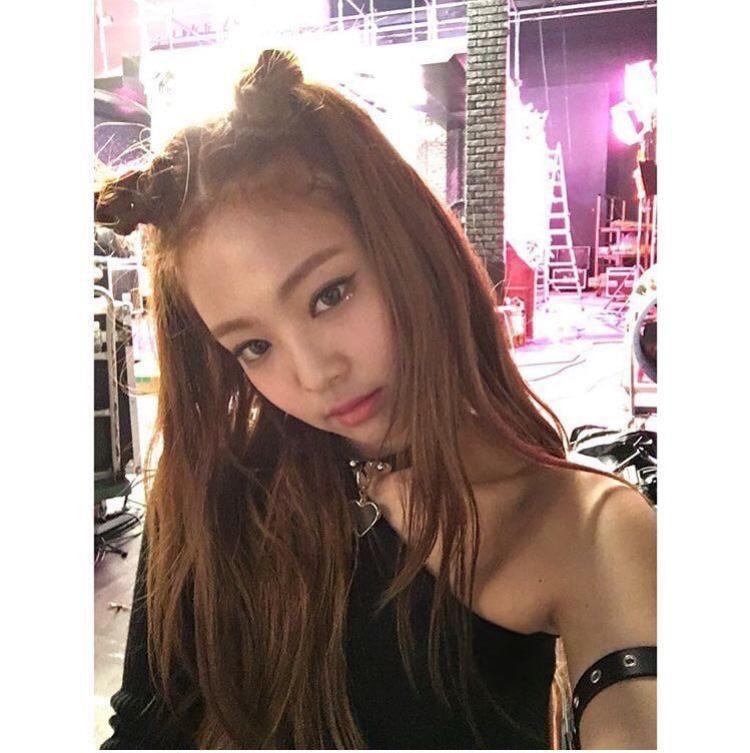 Jennie gây ấn tượng bằng sự trong sáng và ngọt ngào với kiểu tóc này