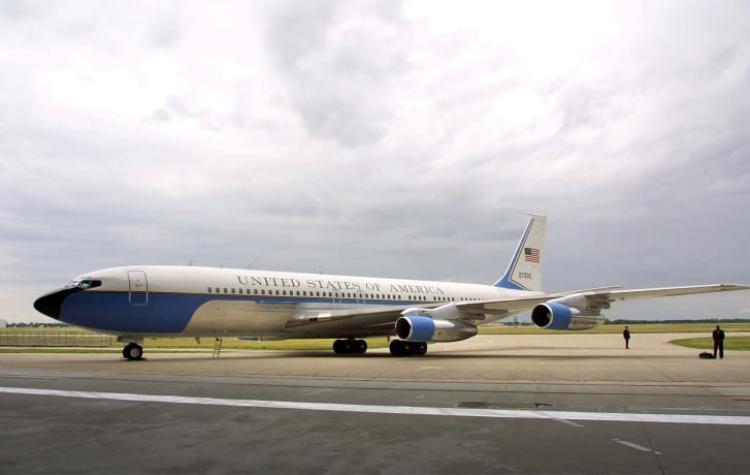 Chiếc SAM 27000 trên đường băng Sân bay TSTC Waco, bang Texas ngay trước khi thực hiện những chuyến bay cuối cùng của mình vào năm 2001. Ảnh: Getty Images