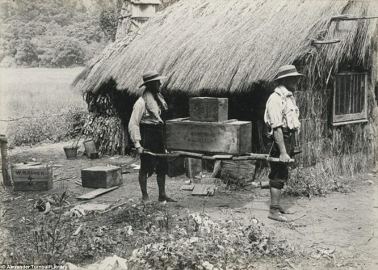 Một trong những túp lều tranh của gia đình ông Bell được chụp vào năm 1908. Ảnh: Dailymail.