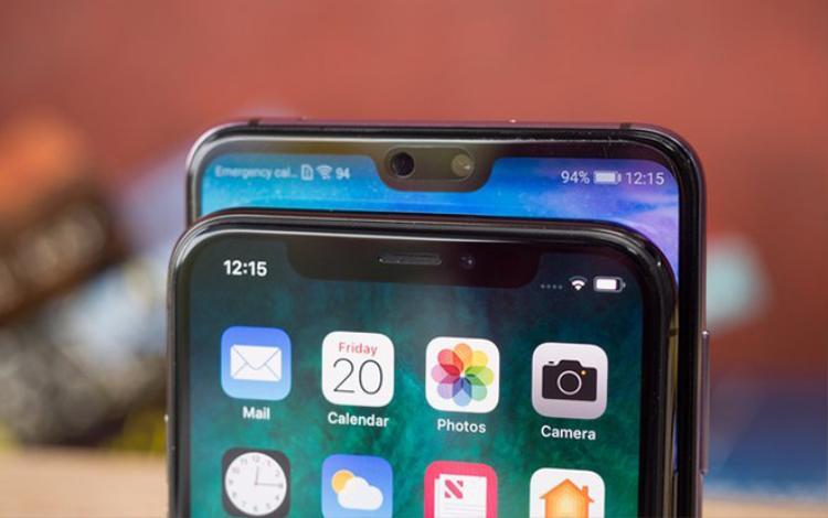 """Phần """"tai thỏ"""" trên những chiếc smartphone chính là nơi các nhà sản xuất bố trí camera trước, loa thoại và một số loại cảm biến."""