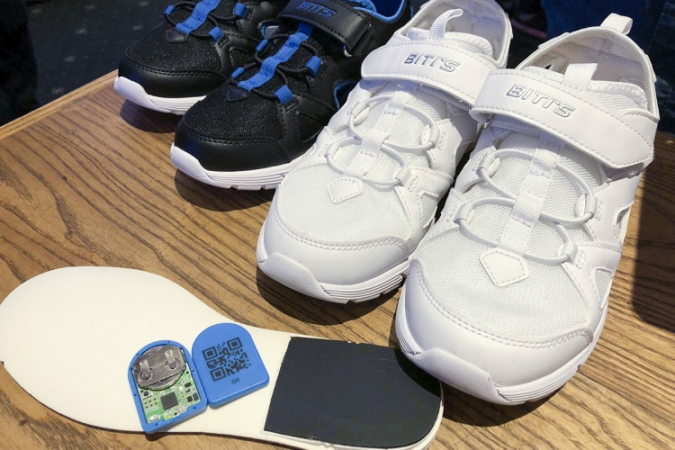 Biti's ra mắt giày thông minh có khả năng đếm bước đi và định vị GPS