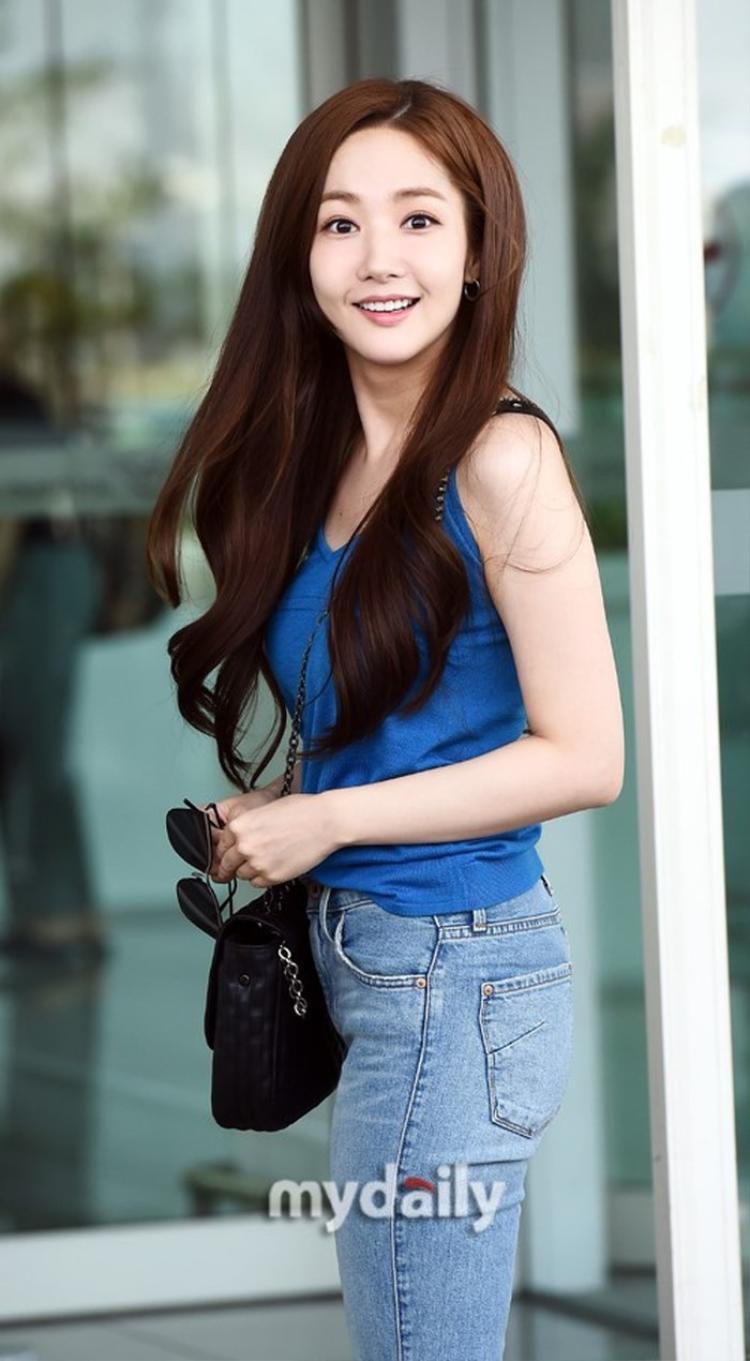Vẻ xinh đẹp, rạng rỡ chẳng khác gì trong phim của Park Min Young.