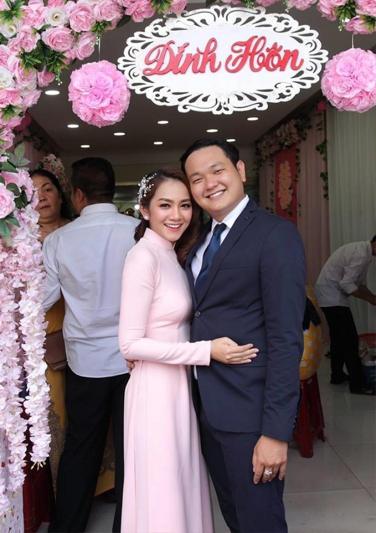 Em trai Minh Hằng vừa tổ chức ăn hỏi với hot girl Sài Gòn Diệu Minh hồi tháng 6 vừa qua và đã chính thức tổ chức hôn lễ vào ngày 7/7.