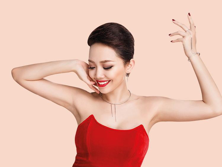 Tóc Tiên từng chia sẻ bản thân đã nỗ lực giảm được hơn 10 kg bằng cách tập gym để thay đổi hình ảnh phù hợp hơn với dòng nhạc sôi động mà cô theo đuổi.