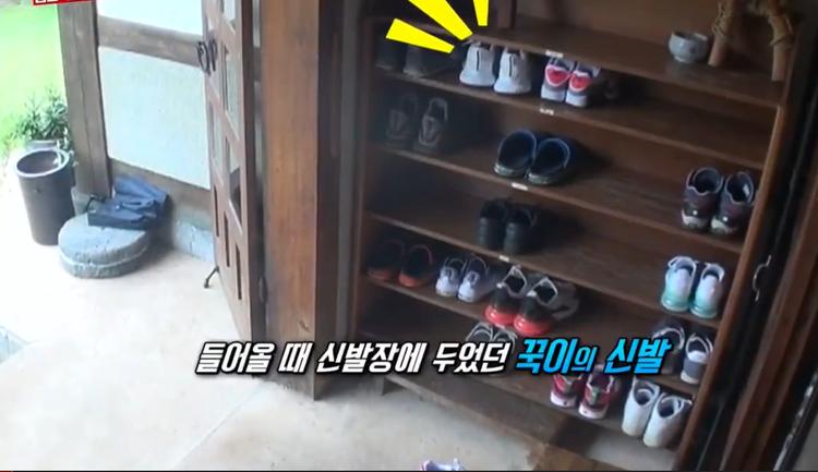 Jong Kook là nạn nhân bị mất giày trong tập trước.