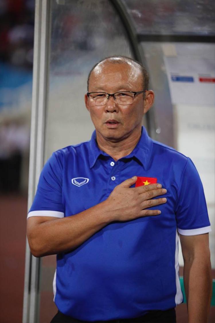 HLV Park Hang Seo ngợi khen Văn Quyết sau chiến thắng trước U23 Palestine. Ảnh: ĐH