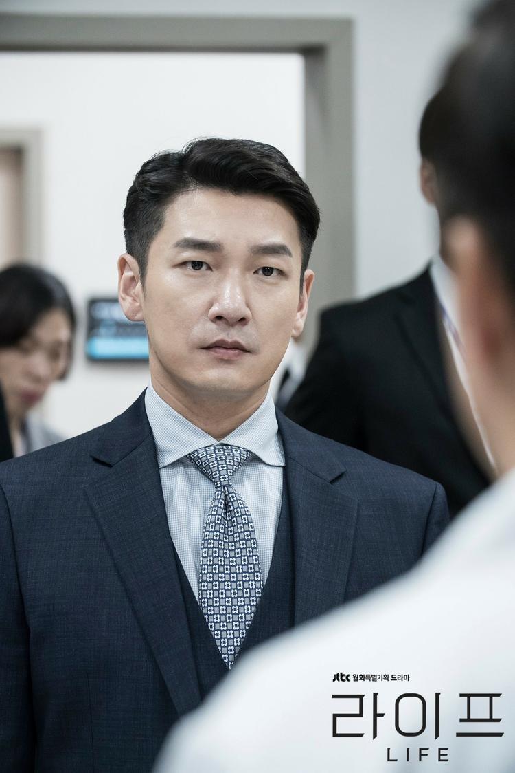 """Trong khi đó, xét về trình độ diễn xuất, tình đầu của Son Ye Jin không hề kém cạnh """"hậu bối"""" của mình."""
