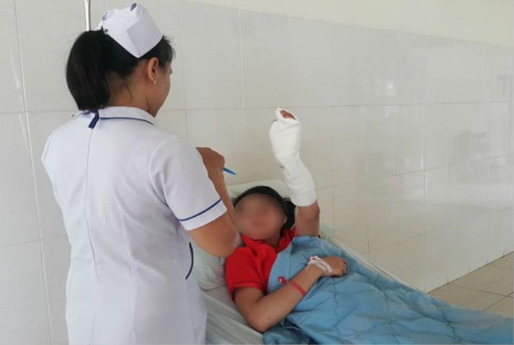Nạn nhân nhập viện trong tình trạng đa chấn thương. Ảnh: báo Công Lý.
