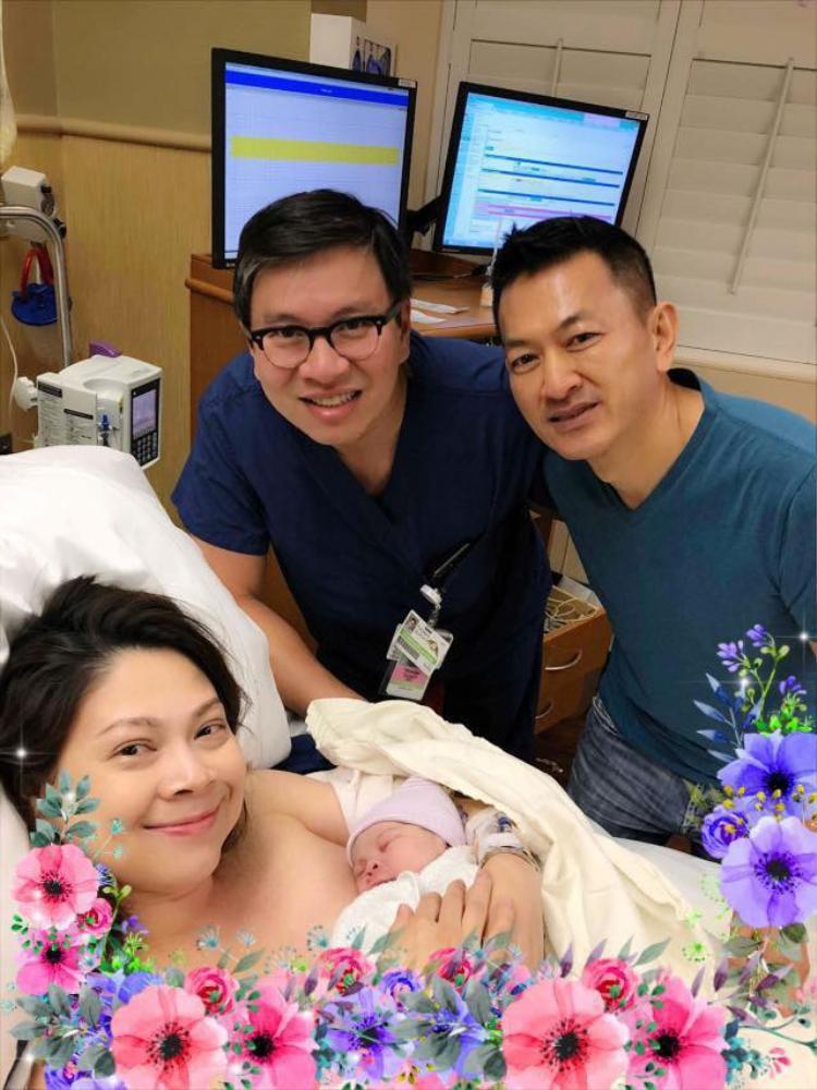 Sau khi sinh con gái đầu lòng, Thanh Thảo luôn được ông xã chăm sóc tận tình.