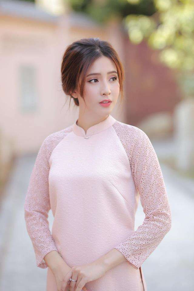 Nhan sắc nữ sinh Hutech được ví như bản sao Angela Phương Trinh: Đẹp rụng tim khiến người đối diện khó rời mắt