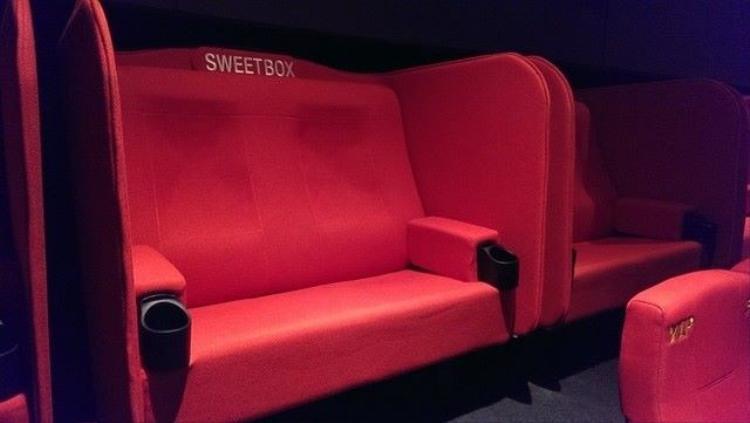 """Vụ việc cặp đôi """"mây mưa"""" tại ghế sweet box gây xôn xao dư luận nhiều ngày nay. Ảnh minh họa."""