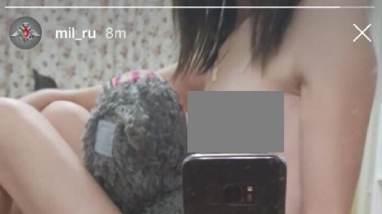 Màn hình trang Instagram của Bộ Quốc phòng Nga với bức ảnh nhạy cảm được người dùng mạng xã hội chụp lại. Ảnh: RT