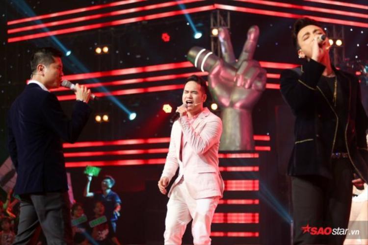 Dù là những phút giây ngẫu hứng nhưng bộ ba HLV nam The Voice Kids khiến khán giả cảm thấy rất thích thú.