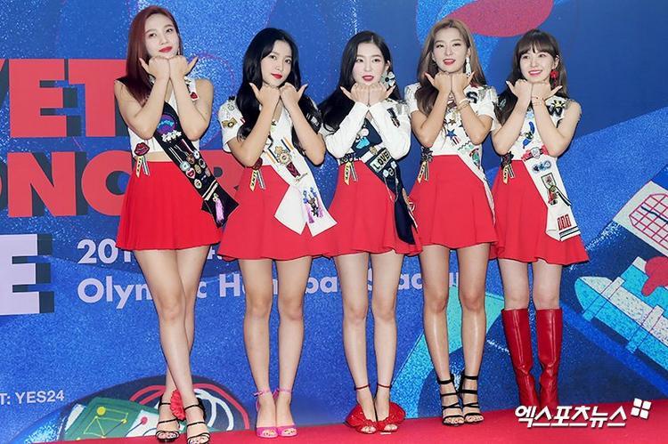 Netizen mệt mỏi với concept trở lại của Red Velvet: Xấu không thể đùa được!