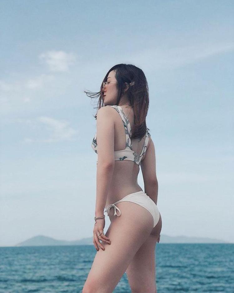 Mỹ nhân xuất hiện nóng bỏng trong những bộ bikini quyến rũ.