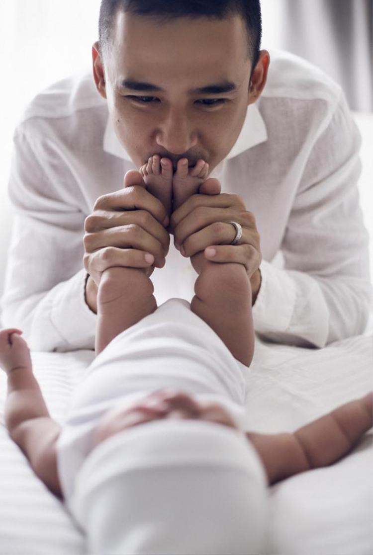 Cực yêu: Ngắm trọn bộ ảnh đầu đời của con trai kháu khỉnh nhà Lương Thế Thành Thúy Diễm