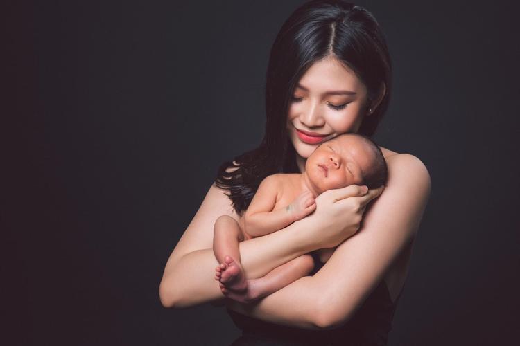Hình ảnh xinh đẹp , gọn gàng của thí sinh mũm mĩm The face mùa 1 ngay cả sau khi mới sinh.