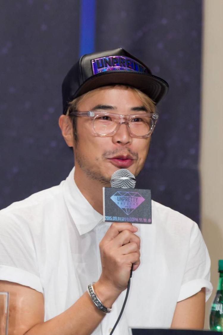 PD Han Dong Chul là người sản xuất Produce 101 mùa 101, Show Me The Money. Năm 2017, ông đầu quân về YG Entertainment và tạo nên MIXNINE.