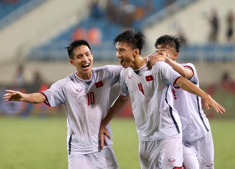 Ở tuổi 19, Đoàn Văn Hậu đã là trụ cột U23 và ĐTVN. Ảnh: LT