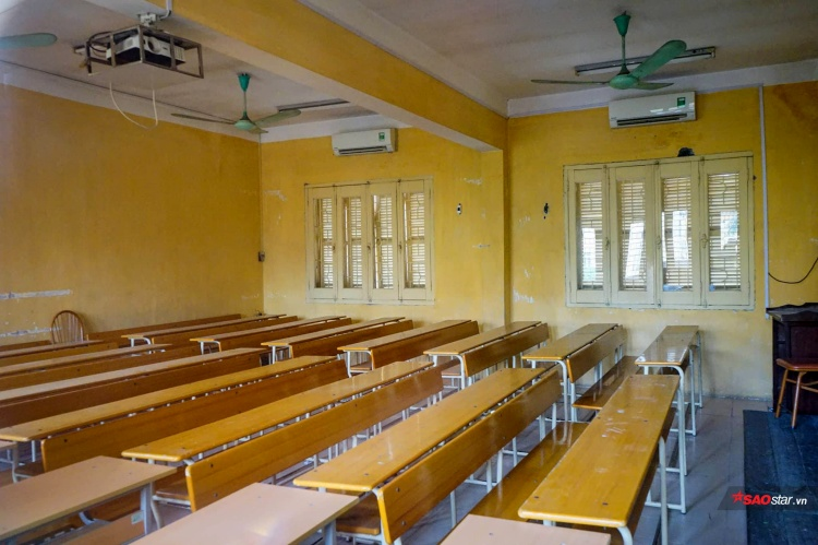 Với màu vàng đặc trưng và kiến trúc thuần Pháp tân cổ điển, ngôi trường mang với quang cảnh tuyệt đẹp là niềm tự hào của sinh viên theo học tại đây.