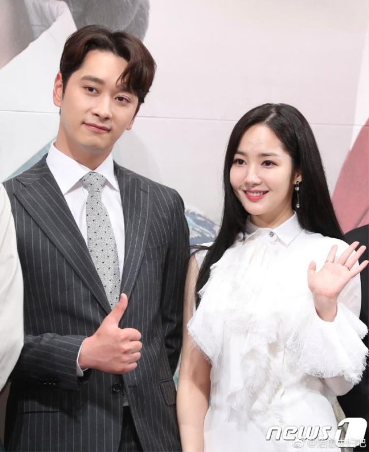 Hwang Chansung (2PM) và Park Min Young.