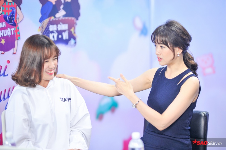 """Nhận được yêu cầu phải dạy làm sao để học trò phát âm đúng chuẩn tiếng Hàn, Hari Won nhanh chóng phản bác:""""Giáo viên giỏi cỡ nào học sinh ngu thì đó là ngu""""."""