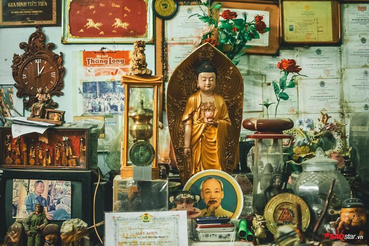 Năm 1978, ông Thơm nhận làm nhân viên môi trường cho thành phố. Thấy rất nhiều đồ vật còn sử dụng được bị vứt bỏ thùng rác, ông Thơm tiếc lắm.