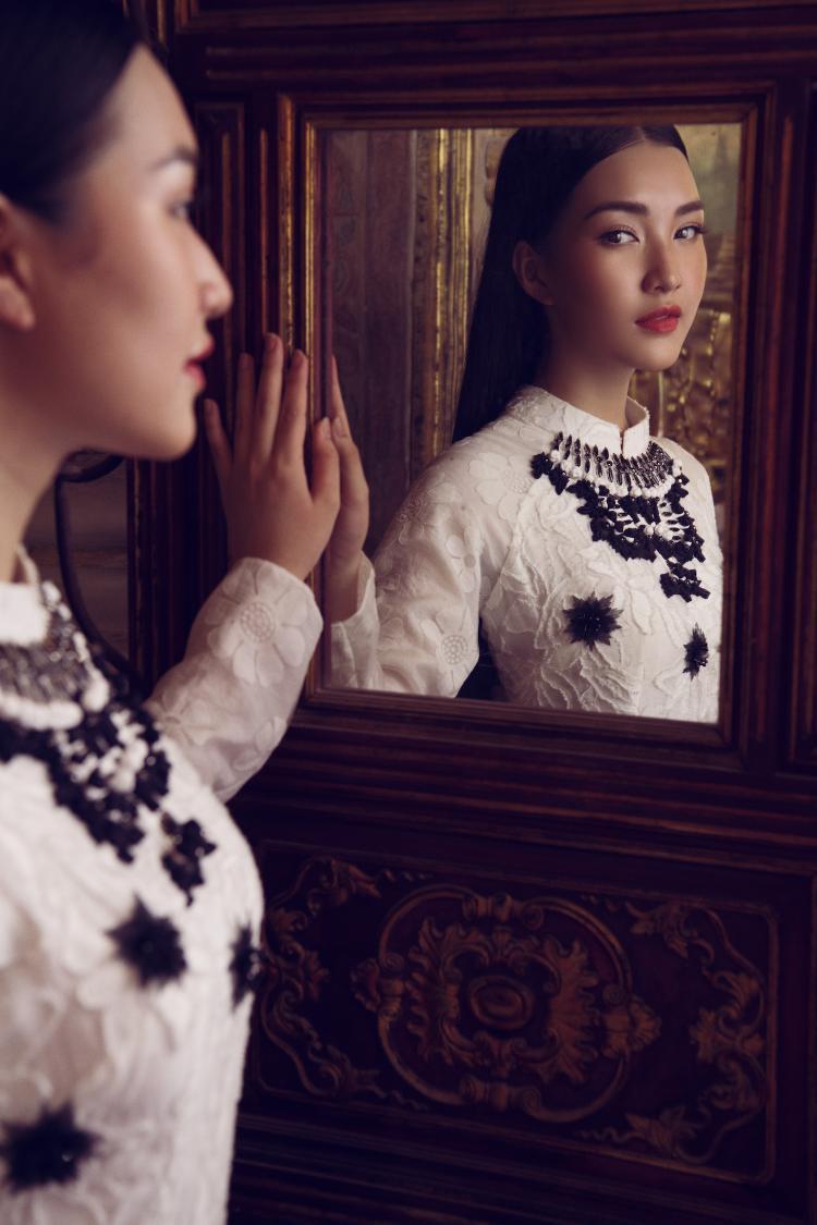 Nói về tình yêu dành cho áo dài của mình, Ngọc Trân tiết lộ phụ nữ Huế ai cũng có cho mình một chiếc dài trong tủ.