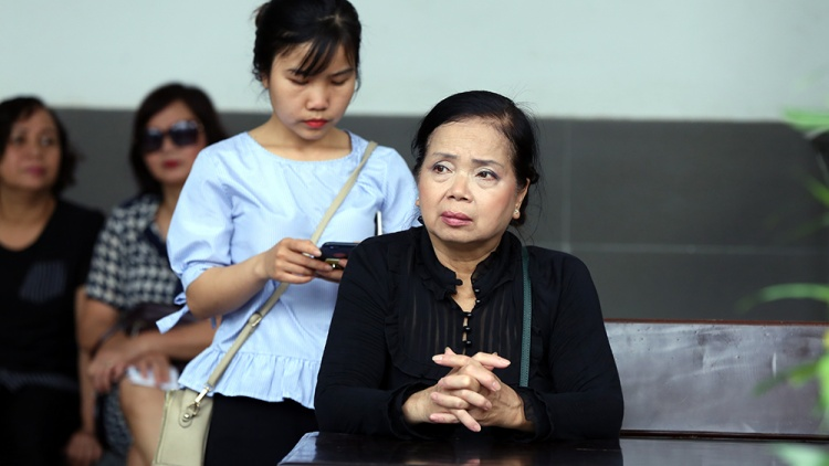 NSND Đào Bá Sơn, diễn viên Quốc Tuấn cùng đông đảo nghệ sĩ tiếc thương đưa tiễn NSƯT Bùi Cường