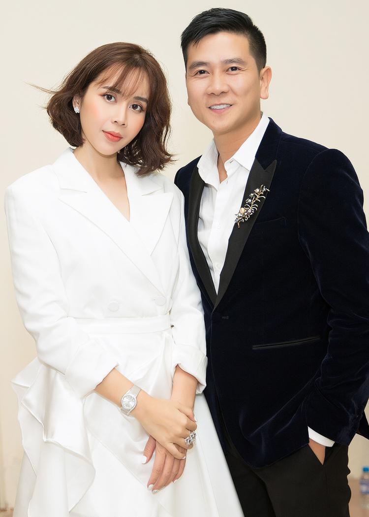Cặp đôi Lưu Hương Giang và Hồ Hoài Anh gây ấn tượng bởi phong cách thời trang hiện đại.